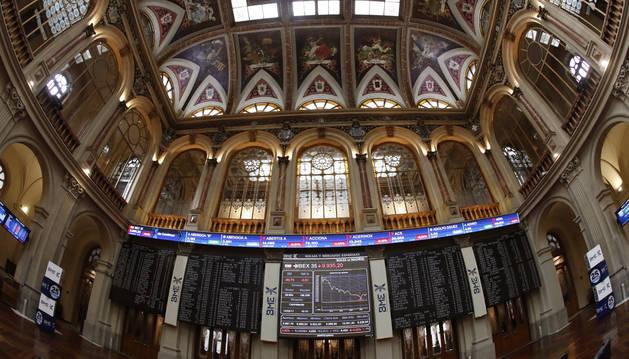 El principal indicador de la Bolsa española, el IBEX 35, caía un 0,39 % tras la apertura.