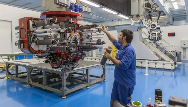 Imagen de archivo del interior de la planta de MTorres, en Torres de Elorz, Navarra.
