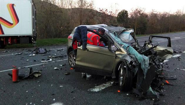 Un fallecido en Arre tras chocar de frente un coche y un camión
