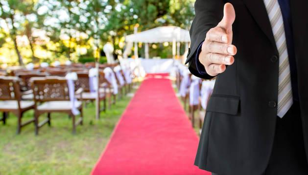 En un primer momento el enlace iba a contar con la asistencia de 200 invitados aunque la celebración acabó reuniendo a más de 400.