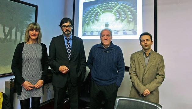foto de una representación de la Asociación Nacional de Productores de Energía Fotovoltaica (ANPIER) en el Parlamento