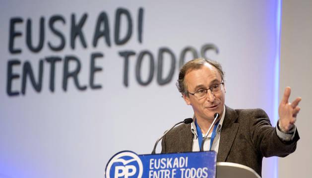 Alfonso Alonso, reelegido presidente del PP vasco con el 94,96% de los votos
