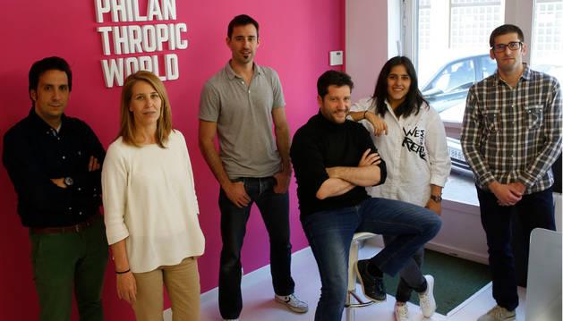 De izquierda a derecha, Joseba Carricas, Ángela Pueyo, Jon Arbizu, Miguel Pueyo, Gabriela Ormazábal y Javier Alzueta.