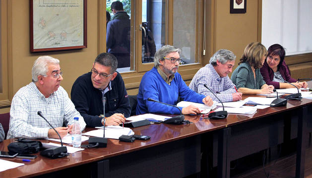 Responsables sindicales en una anterior reunión de la mesa de negociación de las Administraciones Públicas de Navarra.