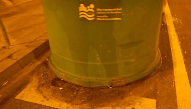Imagen del contenedor contra el que ha chocado el conductor implicado en el accidente.