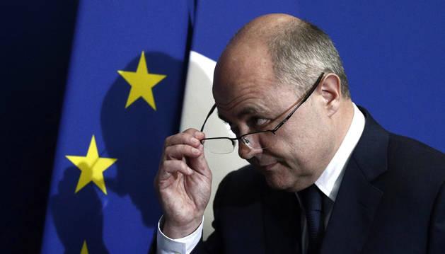 El ministro francés de Interior dimite acosado por la sospecha de corrupción