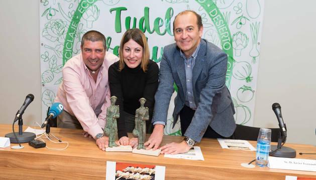 De izda. a dcha., Ángel Miguel Fernández, Sofía Pardo y Javier Fernández, en la presentación del congreso.