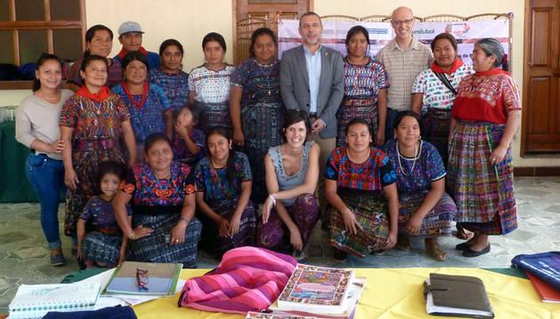La delegación de Navarra, con las representantes de CONAVIAGUA