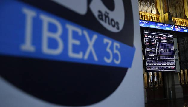 La Bolsa reduce sus pérdidas al 0,39% a mitad de sesión, por encima de los 10.200 puntos