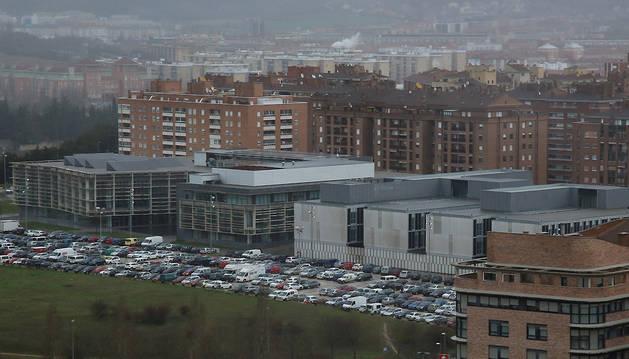 Vista aérea del parking de Mendebaldea, junto a la Biblioteca General de Navarra y al Conservatorio Pablo Sarasate.