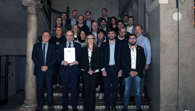 Las autoridades, junto con la mayor parte de los integrantes del 'Grupo impulsor' presentado ayer en Tudela.