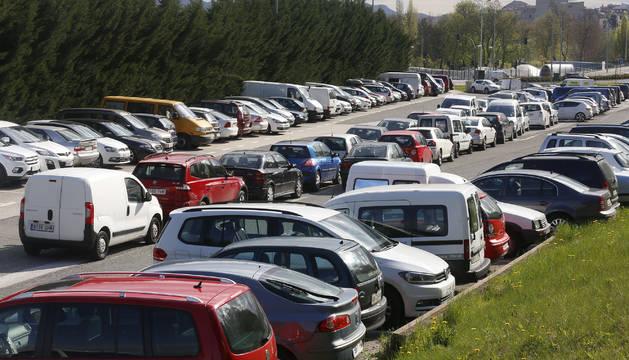 La zona azul en Pamplona está rodeada de un cinturón de parkings gratuitos en torno a al núcleo de aparcamiento regulado.
