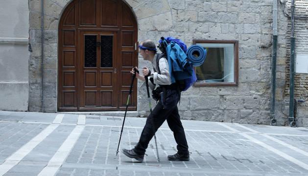 Un peregrino haciendo el Camino de Santiago