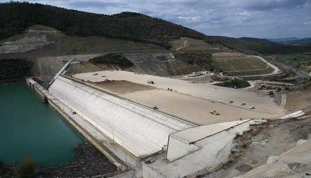 Imágenes del estado de las obras del cuerpo de le nueva presa de Yesa, que ha alcanzado ya los 76 metros de la antigua.
