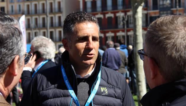 Imágenes de la salida de la Vuelta al País Vasco en Pamplona