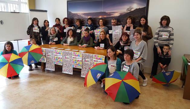 Imagen de responsables y colaboradores con la campaña de sensibilziación a favor de la acogida de personas migradas del año pasado en Sakana.