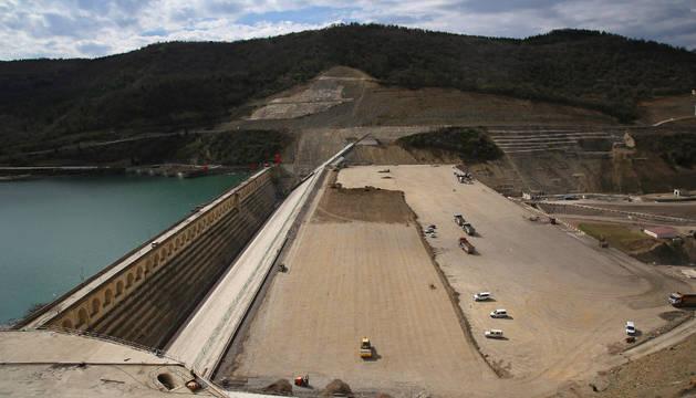 Obras de recrecimiento del embalse de Yesa, una la mayor inversión del Estado en Navarra.