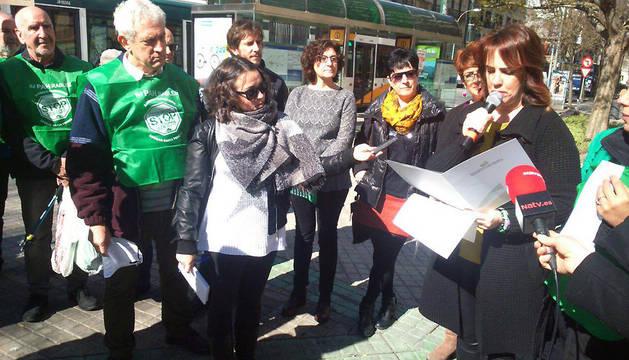 Ainhoa Aznárez, durante la concentración de la PAH en el Paseo de Sarasate.
