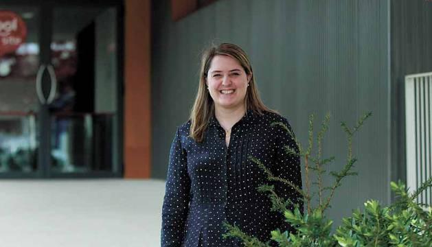 Elisa Genua Santamaría, directora de la planta de Schneider Electric en Puente la Reina.