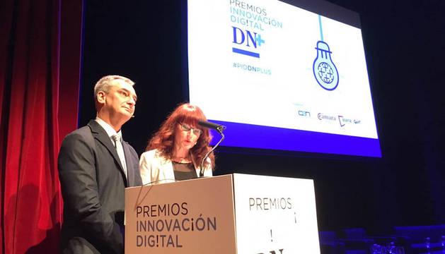 José Ignacio Roldán y Belén Galindo, de Diario de Navarra, al inicio de la jornada profesional.