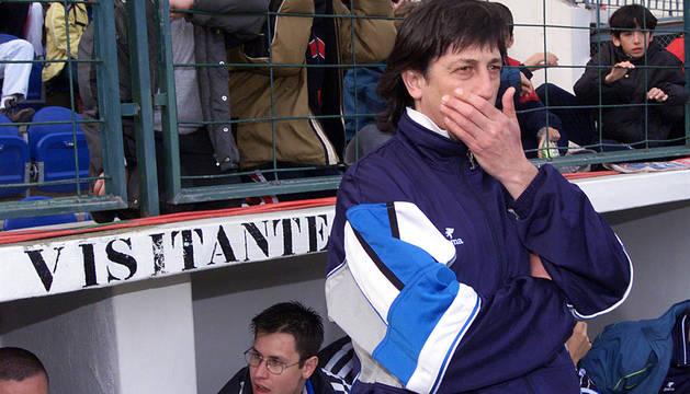 Enrique Martín Monreal, en El Sadar como visitante en el año 2000.