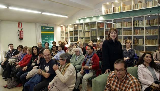 Ángela Vallvey en el club de lectura de Diario de Navarra
