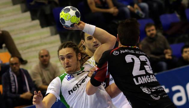 El central Oswaldo, uno de los jugadores destacados por Quino Soler, técnico del Ángel Ximénez.