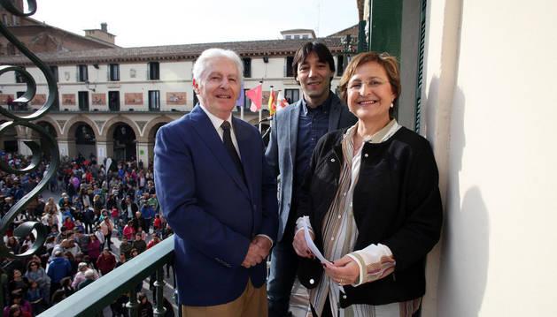 LOS PREGONEROS. De izquierda a derecha, Luis Durán, Diego Carasusán y Blanca Aldanondo.