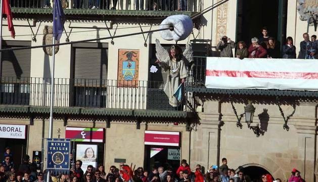Fotografías de esta tradición del domingo de Resurrección en la Plaza de los Fueros.