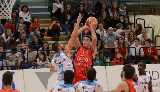Imagen del partido disputado este domingo en el Pabellón Universitario.