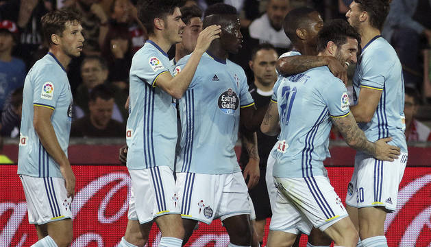 Los jugadores del Celta celebran el gol marcado por Jozabed Sánchez.