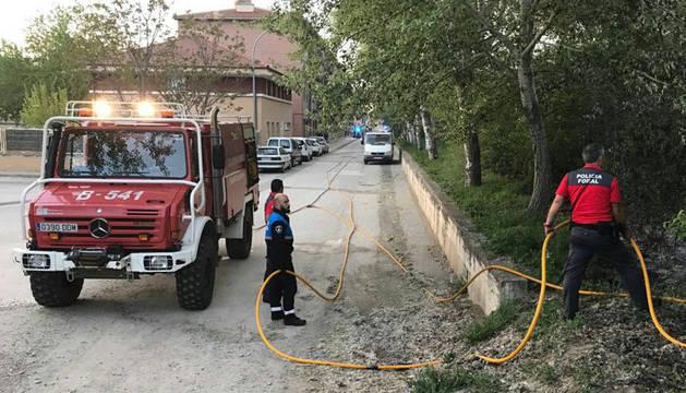 Imagen de los trabajos de extinción del incendio en Sangüesa.