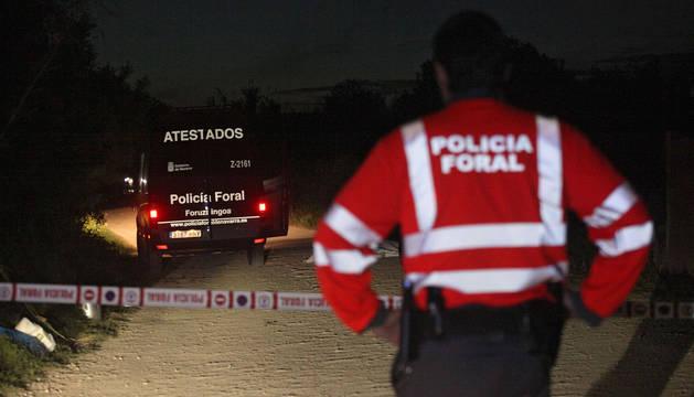 Imagen de los agentes de la Policía Foral, en el lugar del atropello de Tudela.
