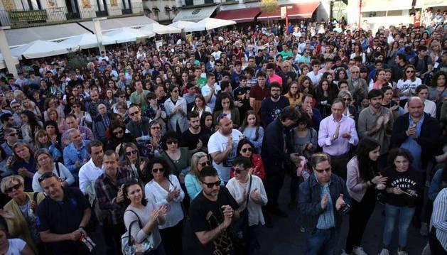 Imágenes de la concentración en la plaza de los Fueros de Tudela en protesta por el atropello múltiple en el día del Ángel