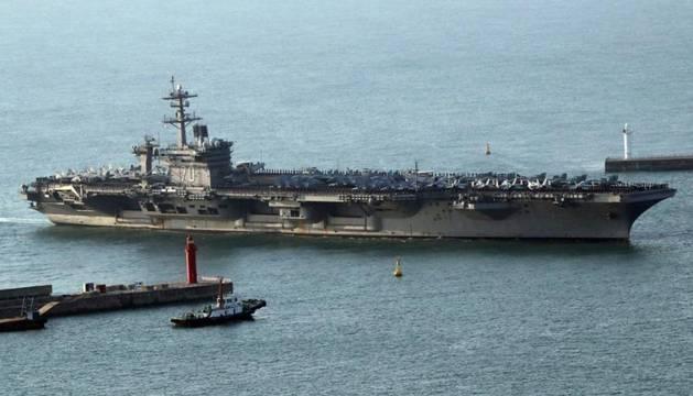 Foto del portaaviones nuclear Carl Vinson.