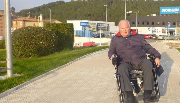 Peter Neumann, en el paso peatonal del cruce de Sabeco.