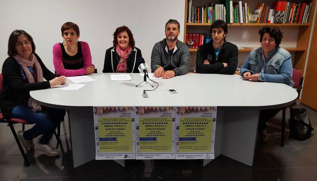 Begoña Alberro (Mancomunidad de Malerreka), Laura Andresena (Mancomunidad de Servicios Sociales de Baztan, Urdax y Zugarramurdi), Marga Erdozain (Concejala de Santesteban), Juan Kruz Iriarte (concejal de Baztan), Josu Iratzoki (alcalde de Bera) e Itziar Iguzkiagirre (Mancomunidad de Cinco Villas).