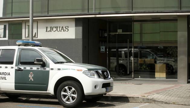 Foto de los agentes de la UCO, practicando diversos registros, entre ellos en la empresa Licuas en Madrid.