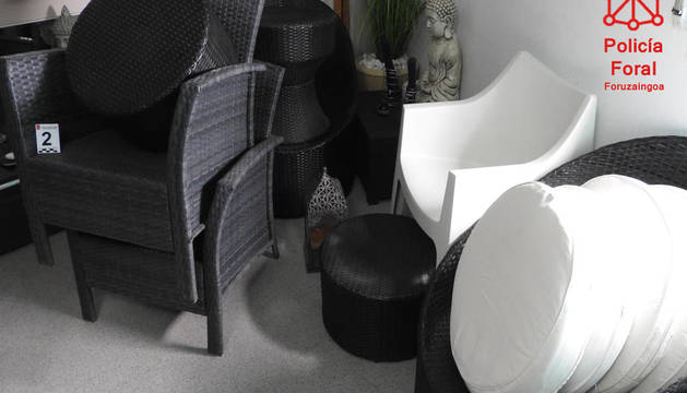 Foto del mobiliario de jardín sustraído.