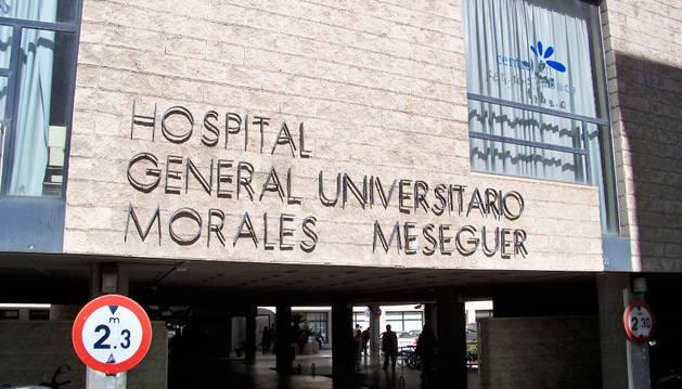 Imagen del Hospital Morales Meseguer, donde permanece hospitalizada la menor.