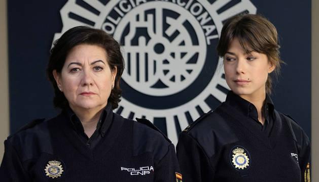 Imagen de los dos protagonistas de la nueva serie de La 1, 'Servir y proteger'.