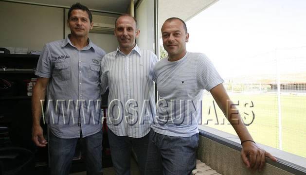 Juanan Pérez, junto a Vasiljevic y Martín González.