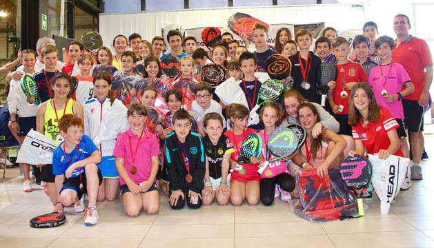 Foto de grupo de los campeones.