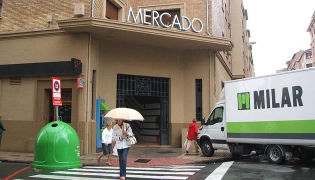 Imagen de la entrada al Mercado del II Ensanche de Pamplona.