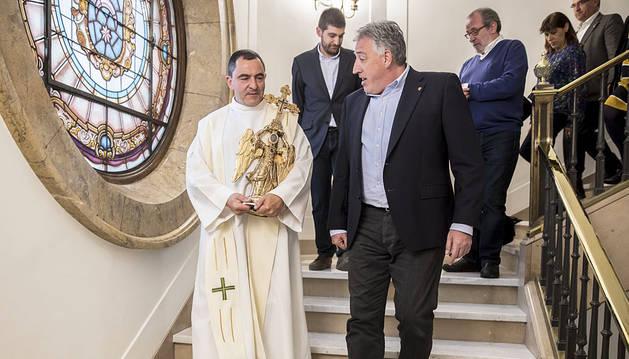 El Ángel de Aralar visita el Ayuntamiento de Pamplona