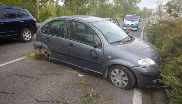 Imagen del estado en el que ha quedado el vehículo de la conductora herida.
