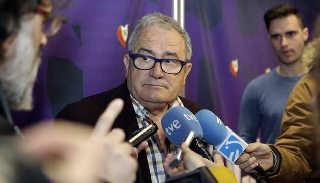 Sabalza atiende a los medios tras una asamblea de compromisarios