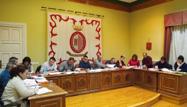 Imagen de archivo de una sesión plenaria del Ayuntamiento de Sangüesa.