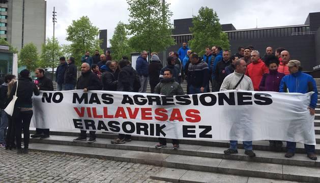 Trabajadores de TCC se concentran frente a la MCP en protesta por las agresiones