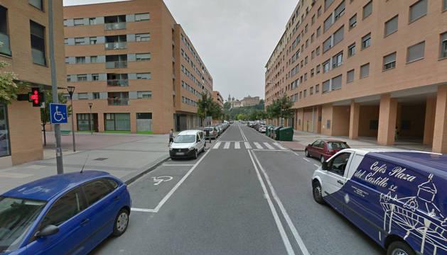 Imagen de un paso de cebra en la calle Juslarrocha de Pamplona.
